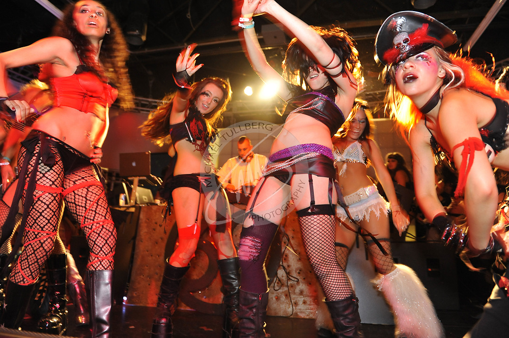 Hot girls in a club Hollywood Dancing Girls In Lingerie In A Hot Club Michael Tullberg