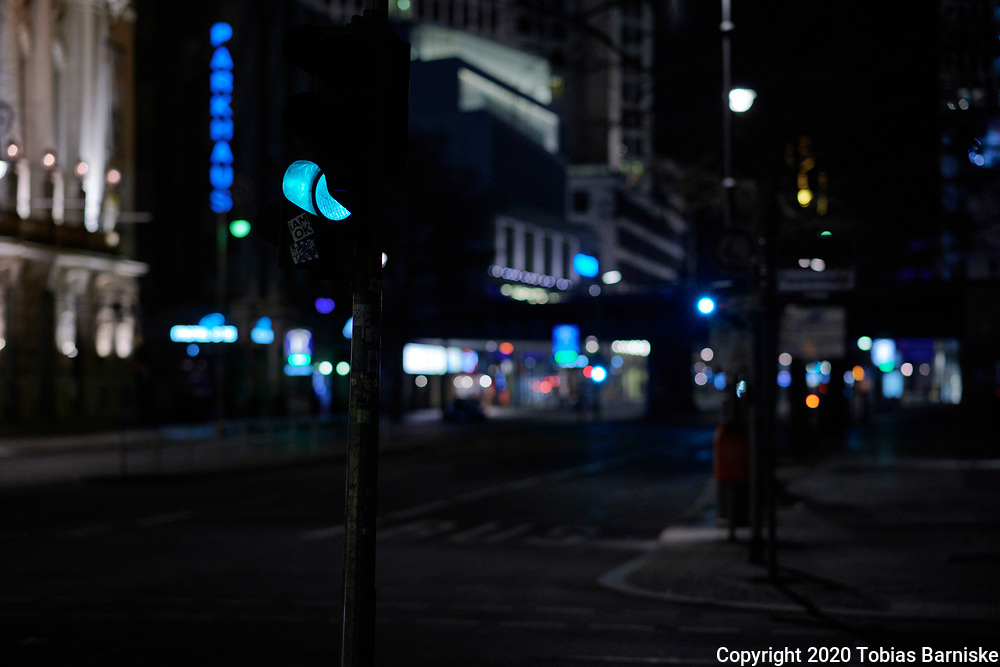 Berlin during the lockdown: The empty Kantstrasse at night - no cars, no pedestrians to be seen.