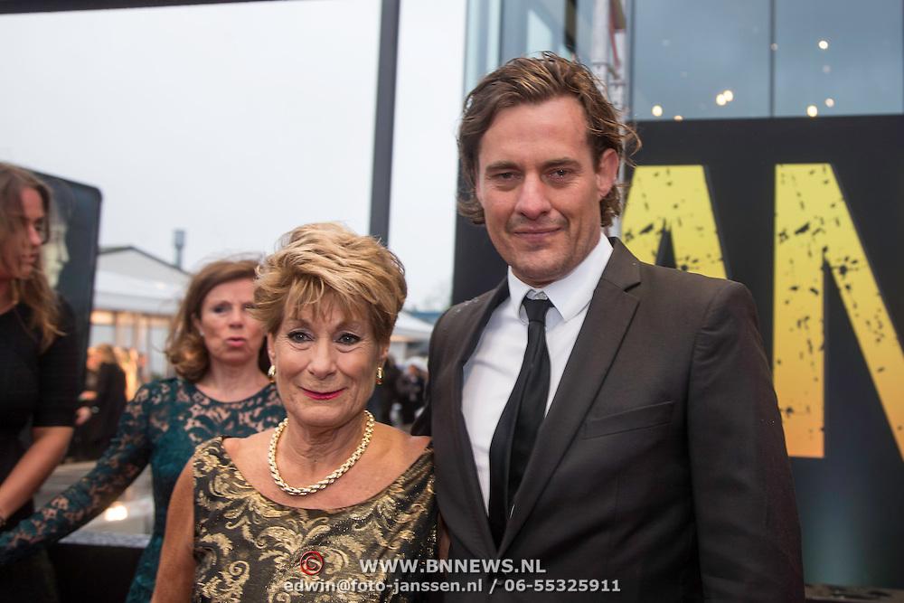 NLD/Amsterdam/20140508 - Wereldpremiere Musical Anne, Vincent Croiset en moder Puck Machielse