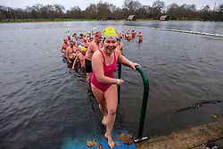 © Licensed to London News Pictures. 25/12/2016. London, UK. Members of the Serpentine Swimming Club brave the cold waters at the Serpentine Lake in Hyde Park, London to compete for the traditional Peter Pan Cup on Christmas Day, December 25, 2016. Photo credit: Ben Cawthra/LNP