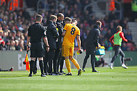 Football - 2018 / 2019 Premier League - Southampton vs. Wolverhampton Wanderers<br /> <br /> Ruben Neves of Wolverhampton Wanderers pours some water on his calf during a break in play at St Mary's Stadium Southampton<br /> <br /> COLORSPORT/SHAUN BOGGUST