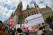 Maiaufmarsch (Labour Day March) in front of Vienna's City Hall of the SPOE (Social Democratic Party of Austria). Transparent demanding the maintenance of heritage tax for rich people.