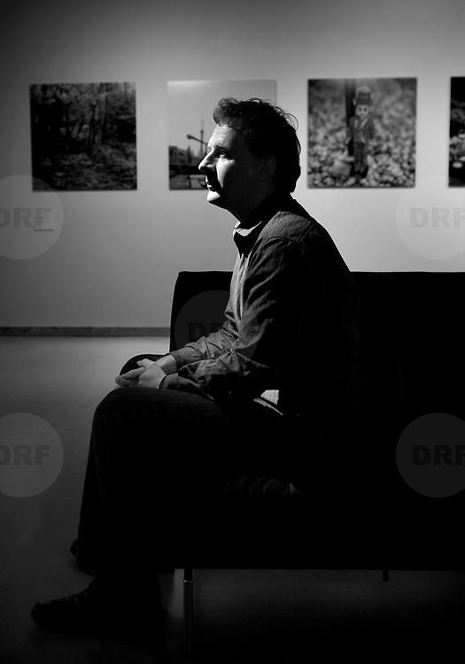 Nederland Rotterdam 13 juni 2007 .Frits Gierstberg, bijzonder hoogleraar fotografie en hoofd tentoonstellingen van het Nederlands Fotomuseum poseert in expositiezaal van het Nederlands Fotomuseum...Foto David Rozing