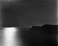 Ålesund 20120429.<br /> En båt kjører over Breisundet i solens refleksjoner i havet. Godøya til høyre i bildet. Utsikten er fra Sukkertoppen i Ålesund.<br /> Foto: Svein Ove Ekornesvåg