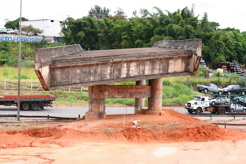 Betim_MG, Brasil...Obra inacabada do DNIT na BR 381 em Betim...The unfinished work in the BR 381 in Betim...Foto: LEO DRUMOND / NITRO