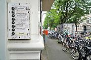Nederland, Nijmegen, 19-7-2017Studentenhuis, studentenhuizen, studentenpand . De nijmeegse gemeenteraad maakt zich zorgen over het grote aantal wooonhuizen in de stad die verhuurd gebruikt worden door de eigenaar voor kamerverhuur. Hierdoor worden huizen aan de woningmarkt onttrokken, maar het verhoogd ook de overlast, geluisoverlast, in de buurt, wijk.  Op kamers gaan. Verkameren.Foto: Flip Franssen