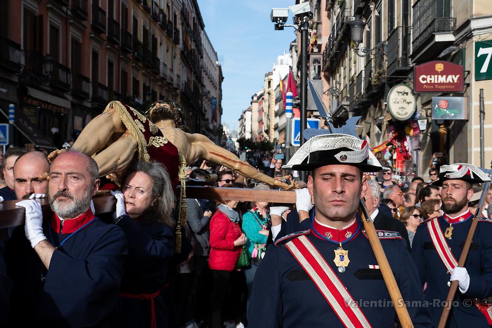 Madrid, Spain. 16th April, 2019. The 'Cristo de los Alabarderos' escorted by halberdiers on his way to the Royal Palace. © Valentin Sama-Rojo