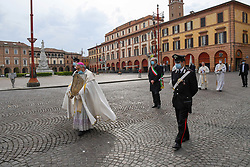 """Livio Corazza Bishop of Forl""""-Bertinoro holding in his hands the Blessed Virgin with the child considered the protector of the city """"Virgen del Fuoco"""" during a procession to ask the end of the coronavirus pandemic. On April 19, 2020 in Florence, Italy. Photo by Albano Venturini/Eyepix/ABACAPRESS.COM"""