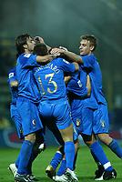 PARMA, 13-10-04<br />Qualificazioni Mondiali<br />Italia Bielorussia<br />nella  foto esultanza dei giocatori azzurri dopo un gol. da sx Gilardino, Cannavaro e De Rossi<br />Foto Snapshot / Graffiti