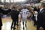 DESCRIZIONE : Roma Lega A 2014-15 <br /> Acea Virtus Roma - Sidigas Avellino <br /> GIOCATORE : Ramel Curry <br /> CATEGORIA : pre game pregame mani <br /> SQUADRA : Acea Virtus Roma<br /> EVENTO : Campionato Lega A 2014-2015 <br /> GARA : Acea Virtus Roma - Sidigas Avellino <br /> DATA : 04/04/2015<br /> SPORT : Pallacanestro <br /> AUTORE : Agenzia Ciamillo-Castoria/GiulioCiamillo<br /> Galleria : Lega Basket A 2014-2015  <br /> Fotonotizia : Roma Lega A 2014-15 Acea Virtus Roma - Sidigas Avellino