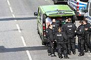 """G20-Gipfel: Demo, """"Welcome to Hell"""", Hamburg, 06.07.2017<br /> Versorgung, Versorgungswagen der Polizei<br /> © Torsten Helmke"""