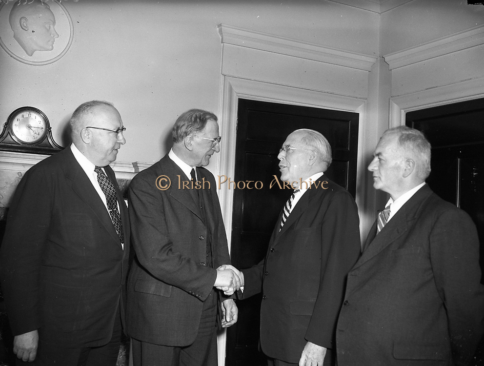 27/03/1957 <br /> 03/27/1957<br /> 27 March 1957<br /> Mayor of Pittsburg visits Taoiseach Eamon de Valera at Government Buildings. <br /> Pictured are (l-r):  J.J. O'Brien Aide to Mayor of New York; Taoiseach Eamon de Valera; Mayor of Pittsburg, USA and K. Bradshaw former Mayor of Limerick.
