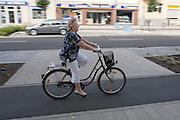 Fietsers in de Duitse plaats Senftenberg.<br /> <br /> Cyclist in the German town Senftenberg.