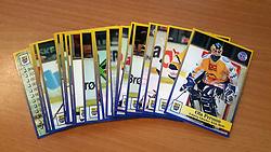 Esbjerg Ishockey Klub<br /> <br /> Officielle Danske Hockey Trading Card. <br /> <br /> 1998-1999 Komplet Danske Ishockey Kort 228 stk.<br /> <br /> 1. Ola Persson<br /> 2. Kenneth Jensen<br /> 3. Jesper Skov<br /> 4. Henrik Bejaminsen<br /> 5. Mikkel Bjerrum<br /> 6. Kristoffer Frederiksen<br /> 7. Kristian Lodberg<br /> 8. Jukka Vilander<br /> 9. Lars T. Pedersen<br /> 10. Oleg Starkov<br /> 11. Søren Jensen<br /> 12. Andreas Andreasen<br /> 13. Mark Sørensen<br /> 14. Kenneth Peters<br /> 15. Kasper Kristensen<br /> 16. Torben Benjaminsen<br /> 17. Thomas Bjerrum<br /> 18. Bjørn Edén<br /> 19. Jesper Madsen<br /> 20. Thomas Kjøgx<br /> 21. Preben Bertram<br /> 22. Anders Johansson<br /> 23. Alexei Salomatin<br /> 24. Daniel Jardemyr<br /> 25. Rolf Nilsson<br /> 229. Kenn Ruddick<br /> <br /> Begrænset komplet sæt på lager. Kontakt: mail@nhcfoto.dk eller tlf. 40277826
