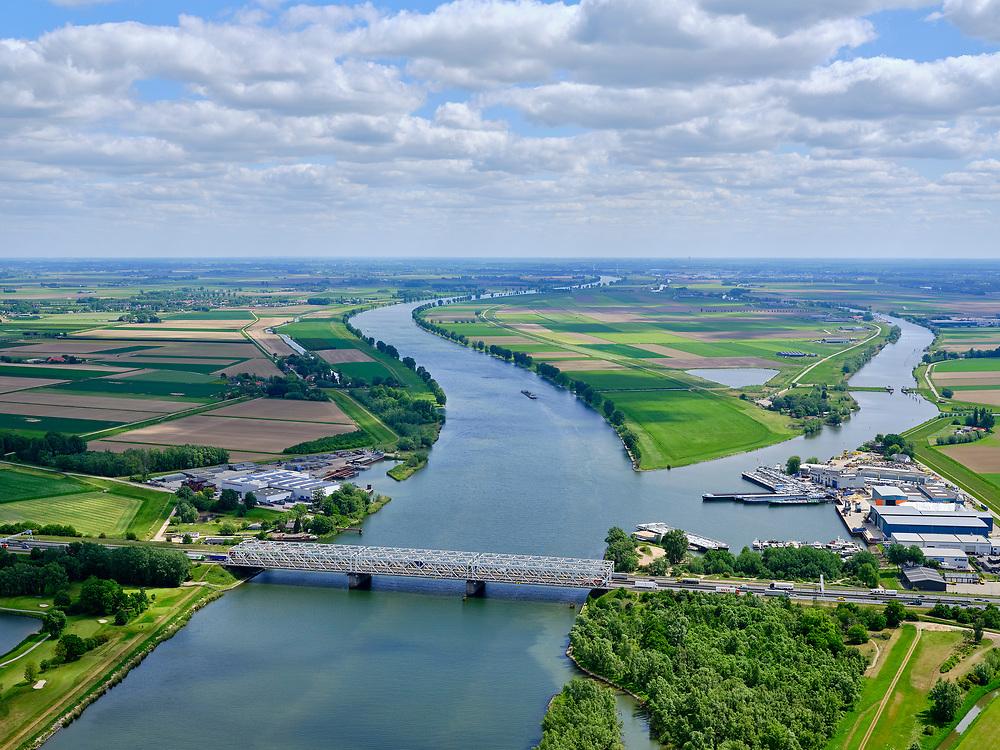 Nederland, Noord-Brabant, Raamsdonkdveer, 14-05-2020; brug over de Bergsche Maas bij Keizersveer, zicht op de Overdiepsche polder.<br /> Bridge over the Bergs Maas at Keizersveer, view of the Overdiepse polder.<br /> luchtfoto (toeslag op standard tarieven);<br /> aerial photo (additional fee required);<br /> copyright foto/photo Siebe Swart