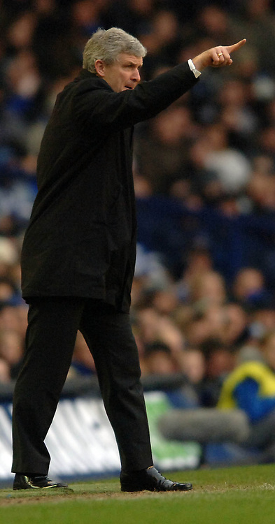 Photo: Paul Greenwood.<br />Everton v Blackburn Rovers. The Barclays Premiership. 10/02/2007. Blackburn manager Mark Hughes shouts out the orders for his team
