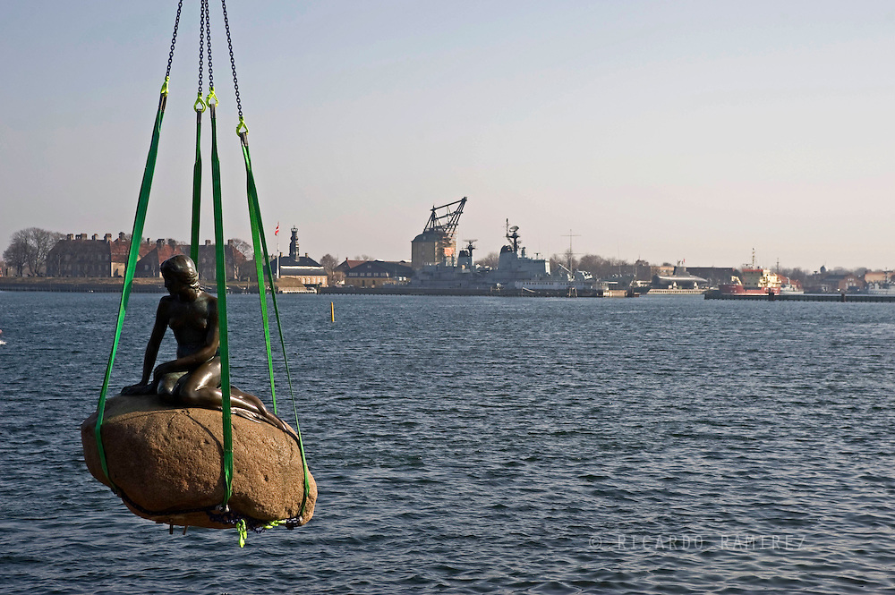 25.03.10. Copenhagen, Denmark.  The Little Mermaid statue was taken from its familiar spot in Copenhagen's harbor Thursday 25 for transport to Shanghai, China, for the coming World Expo. The mermaid is due to return to the harbor at year's end.Photo: © Ricardo Ramirez