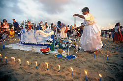 Montevideu, Uruguai. 02  de Fevereiro de 2001.Festa de Iemanja em Praia de Montevideu/ Festival of Yemanja, The Queen of the Oceans.Marcos Issa/ Ag. Argosfoto.www.argosfoto.com.br