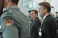 05 JUL 2001, BERLIN/GERMANY:<br /> Gerhard Schroeder (M), SPD, Bundeskanzler, wartet vor dem Bundeskanzleramt auf einen Staatsgast<br /> IMAGE: 20010705-01/01-13<br /> KEYWORDS: Bundeswehr, army, Soldat, Soldaten, Uniform, Gerhard Schröder