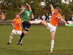 FODBOLD: Jonas Kallehauge (Helsingør) i hård duel med Frank Eskegaard (B73) under kampen i Ekstra Bladet Cup mellem B73, Slagelse og Elite 3000 Helsingør den 26. maj 2010 på Stadion Vest, Slagelse. Foto: Claus Birch