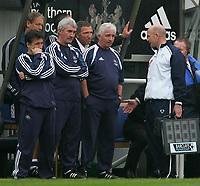 Photo. Andrew Unwin, Digitalsport<br /> Newcastle United v Aston Villa, Barclays Premiership, St James' Park, Newcastle upon Tyne 02/04/2005.<br /> Newcastle's manager, Graeme Souness (C), has words with the fourth official (R).