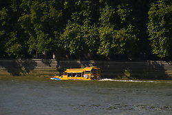 September 1, 2017 - London, England, United Kingdom - A London Duck Tours hybrid bus is pictured while starts its tour, London on September 1, 2017. London Duck Tours will cease operating on 18 September, reports London SE1, after losing access to Lacks Dock slipway on the Albert Embankment. (Credit Image: © Alberto Pezzali/NurPhoto via ZUMA Press)