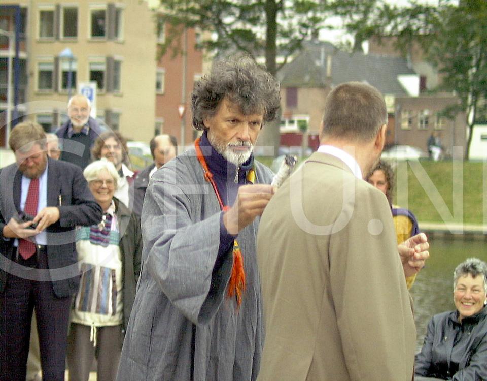Fotografie Uijlenbroek©1999/Frank Uijlenbroek.990701 hardenberg ned.kunstmanifestatie.de delnemers werden gezalfd door de kunstenaars