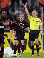 Fotball<br /> Tyskland<br /> 30.10.2011<br /> Foto: Witters/Digitalsport<br /> NORWAY ONLY<br /> <br /> Rote Karte v.l. Torsten Oehrl (Augsburg), Schiedsrichter Peter Gagelmann<br /> Bundesliga, 1. FC Köln - FC Augsburg