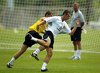 Fotball<br /> <br /> Manchester United i USA 2003<br /> <br /> Foto: Digitalsport<br /> <br /> NORWAY ONLY<br /> <br /> Photo Aidan Ellis<br /> Manchester United Training session in New York.(29/07/03).<br /> Roy Keane puts in a challenge on youngster Mark Lynch