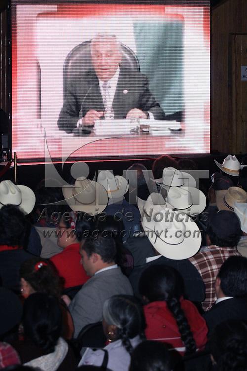 """ATLACOMULCO, México.- Emilio Chuayffet Chemor, coordinador de la bancada priista en la Cámara de Diputados en el Congreso de la Unión, aseguró que el único propósito del PRI en este momento es regresar a la Presidencia de la República y afrontar el """"caos, la inseguridad y el desgobierno"""" que actualmente prevalecen en el gobierno federal.  Al rendir su primer informe de labores y en presencia del gobernador Enrique Peña Nieto, y de Francisco Rojas, coordinador general de la bancada priista en la Cámara de Diputados federal. Agencia MVT / José Hernández. (DIGITAL)"""