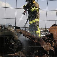 Toluca, Méx.- Un incendio de pastizal provocó que un corralón de las Grúas Manzur, en San Cayetano, fuera alcanzado por las llamas y se calcinaran cerca de 70 vehículos que se encontraban en el depósito. Agencia MVT / Jaime Arriaga