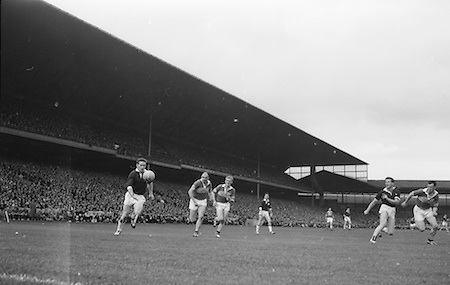 Players passing ball during the All Ireland Senior Gaelic Football final Kerry v. Galway in Croke Park on 27th September 1964. Galway 0-15 Kerry 0-10.