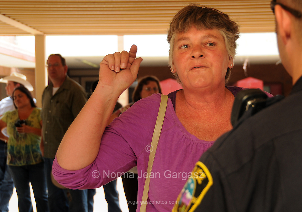 Cindy Kolb, (left), an evacuee of the Monument Fire near Sierra Vista, Arizona, USA, expresses concern about an emergency plan for the area and about drug runners with AK-47s in the area near the Mexican border where the fire broke out.