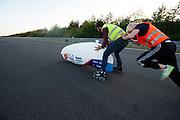Lieske Yntema gaat van start voor haar tweede poging. Het Human Power Team Delft en Amsterdam (HPT), dat bestaat uit studenten van de TU Delft en de VU Amsterdam, is in Senftenberg voor een poging het laagland sprintrecord te verbreken op de Dekrabaan. In september wil het HPT daarna een poging doen het wereldrecord snelfietsen te verbreken, dat nu op 133 km/h staat tijdens de World Human Powered Speed Challenge.<br /> <br /> Lieske Yntema starts for her second attempt. With the special recumbent bike the Human Power Team Delft and Amsterdam, consisting of students of the TU Delft and the VU Amsterdam, is in Senftenberg (Germany) for the attempt to set a new lowland sprint record on a bicycle. They also wants to set a new world record cycling in September at the World Human Powered Speed Challenge. The current speed record is 133 km/h.