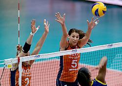 02-10-2014 ITA: World Championship Volleyball Nederland - Brazilie, Verona<br /> Nederland pakt de eerste set tegen Brazilie / Robin de Kruijf