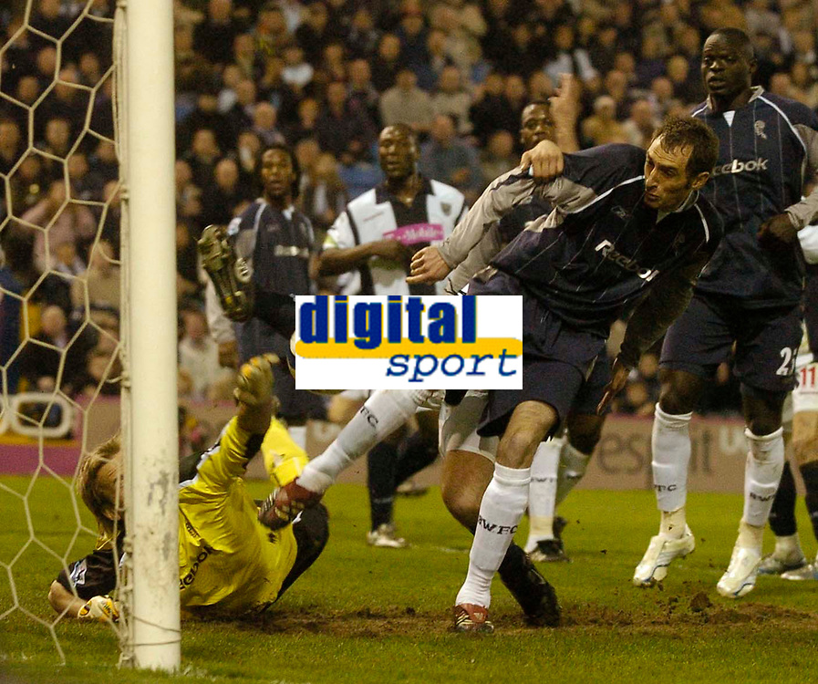 Photo: Glyn Thomas.<br />West Bromwich Albion v Bolton Wanderers. The Barclays Premiership. 17/04/2006.<br /> Bolton's Nicky Hunt (R) and keeper Jussi Jaaskelainen.