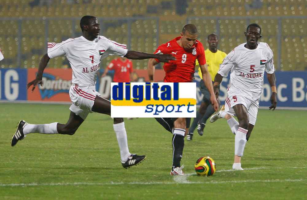Photo: Steve Bond/Richard Lane Photography.<br /> Egypt v Sudan. Africa Cup of Nations. 26/01/2008. Mohamed Zidan (C) tries to burst through, pursued by Alaeldin Ahmed (L) and Alaeldin Yousif (R)