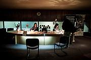 20181028/ Javier Calvelo - adhocFOTOS/ URUGUAY/ MONTEVIDEO/ 18 de Julio - CINEMATECA 18/ Proyecto documental sobre el ultimo mes de funciones en la vieja y tradicional infraestructura de salas de la Cinemateca Uruguaya. Cinemateca Uruguaya es una filmoteca uruguaya con sede en Montevideo, Uruguay, fundada el 21 de abril de 1952. Es una asociación civil sin fines de lucro cuyo objetivo es contribuir al desarrollo de la cultura cinematográfica y artística en general.<br /> Trabajan en esta sala: Eugenia Assanelli y Mónica Gorriarán en boleteria atencion de publico.  Alejandro Lasarga proyeccionista, y tambien en boletería Gustavo Gutiérrez. <br /> En la foto:  Eugenia Assanelli y Mónica Gorriarán en boleteria en Cinemateca 18. Foto: Javier Calvelo/ adhocFOTOS