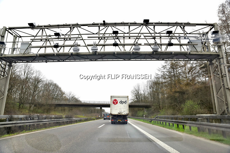 Duitsland, A73, 28-3-2019Betaalautomaat dmv sensoren voor de tol op de Duitse autobaan, snelweg.Tolheffing voor vrachtverkeer. Kosten transport, logistiek, onkosten, tol, maut, tolweg, vrachtvervoer, vrachtwagen chauffeur, toll collect . Foto: Flip Franssen
