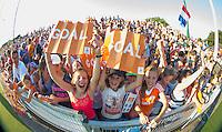 BREDA  (Neth) -   Enthousiast publiek   tijdens  de oefenwedstrijd hockey, tussen de vrouwen van Nederland en Spanje, in de Rabo Super Serie, in aanloop naar de spelen in Rio.   COPYRIGHT  KOEN SUYK