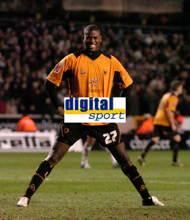 Photo: Glyn Thomas.<br />Wolverhampton Wanderers v Manchester United. The FA Cup. 29/01/2006.<br /> Wolves' Carl Cort cannot believe he has missed a great chance to score a goal.