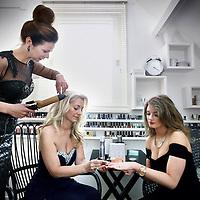 Nederland, Amstelveen , 10 maart 2014.<br /> Diana Vliet Floor en Ewa Kotlinska maken zich op voor de uitreiking Beauty Award later die avond in hilversum.<br /> Foto:Jean-Pierre Jans