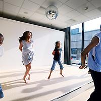 Nederland, Amsterdam , 27 september 2011..Hippe naschoolse opvang nieuwe stijl Windkracht 10 op IJburg..Op de foto dansles..Foto:Jean-Pierre Jans