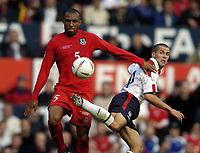 Fotball<br /> Foto: BPI/Digitalsport<br /> NORWAY ONLY<br /> <br /> England v Wales<br /> 09.10.2004<br /> <br /> Michael Owen takes on Danny Gabbidon