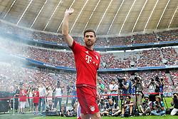11.07.2015, Alianz Arena, Muenchen, GER, 1. FBL, FC Bayern Muenchen, Teampräsentation, im Bild Xabi Alonso #14 (FC Bayern Muenchen) kommt in die Arena // during the Teampresentation of German Bundesliga Club FC Bayern Munich at the Alianz Arena in Muenchen, Germany on 2015/07/11. EXPA Pictures © 2015, PhotoCredit: EXPA/ Eibner-Pressefoto/ Kolbert<br /> <br /> *****ATTENTION - OUT of GER*****