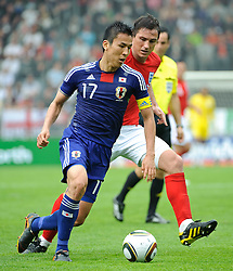 30.05.2010, UPC Arena, Graz, AUT, WM Vorbereitung, Japan vs England, im Bild Frank Lampard, England, Makoto Hasebe, Japan, EXPA Pictures © 2010, PhotoCredit: EXPA/ S. Zangrando / SPORTIDA PHOTO AGENCY