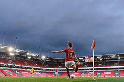 OSLO, NORWAY - Tuesday, September 22, 2020: Norway's Caroline Graham Hansen takes a corner-kick during the UEFA Women's Euro 2022 England Qualifying Round Group C match between Norway Women and Wales Women at the Ullevaal Stadion. Norway won 1-0. (Pic by Vegard Wivestad Grøtt/Propaganda)