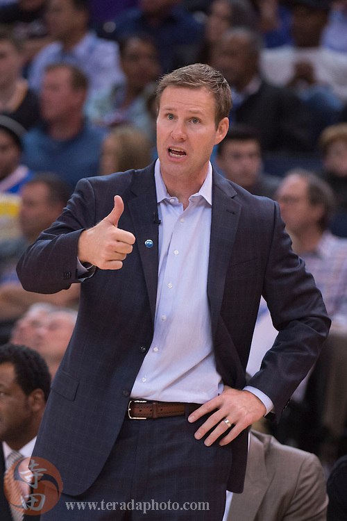 November 20, 2015; Oakland, CA, USA; Chicago Bulls head coach Fred Hoiberg instructs during the third quarter against the Golden State Warriors at Oracle Arena. The Warriors defeated the Bulls 106-94.
