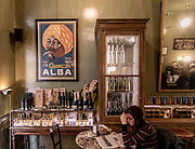 Milan, GIACOMO, Tabaccheria The charm of an old Italian convenience store and the authenticity of a traditional Venetian wine bar meet at a fascinating crossroads marked by fragrances and flavors. The historical Tabaccheria Giacomo has returned to the scene without losing any of its original charm: it has maintained the uniqueness of a small venue where, starting from today, a selection of the typical foods of Giacomo Bulleri establishments will be available.