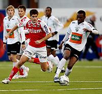Fotball <br /> Adeccoligaen<br /> AKA Arena , Hønefoss <br /> 20.09.09<br /> Hønefoss BK  v Bryne  1-1<br /> <br /> Foto: Dagfinn Limoseth, Digitalsport<br /> Marius Helle , Bryne og Umaru Bangura , Hønefoss